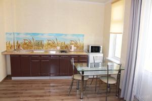 Кухня или мини-кухня в Apartments 7 Level