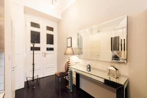 A kitchen or kitchenette at Play Apartments