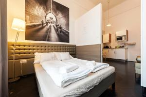 A bed or beds in a room at Play Apartments