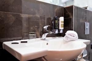 A bathroom at Majestic Plaza Hotel Prague