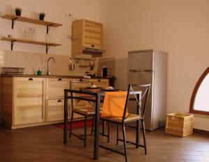 A kitchen or kitchenette at palermo casa vacanze