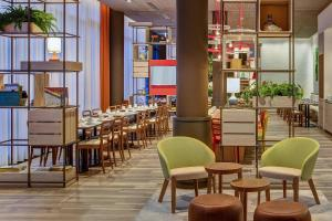 A restaurant or other place to eat at IntercityHotel Duisburg