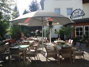 Ein Restaurant oder anderes Speiselokal in der Unterkunft Hotel Bergschlößchen