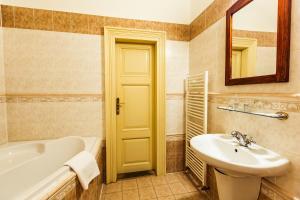 Ванная комната в Hotel U Zlateho jelena