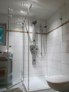 Ein Badezimmer in der Unterkunft Ferienwohnung in Hahnheim, Rheinhessen