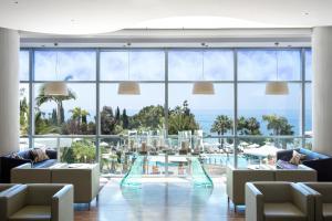 Een restaurant of ander eetgelegenheid bij Mediterranean Beach Hotel
