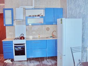 Кухня или мини-кухня в Apartment on Lenina 221/6