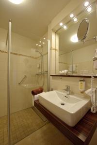 A bathroom at Land-gut-Hotel Hotel Adlerbräu