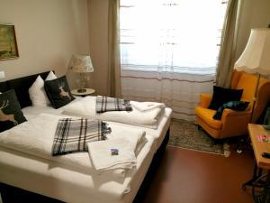 Ein Bett oder Betten in einem Zimmer der Unterkunft Cafe-Restaurant LEO