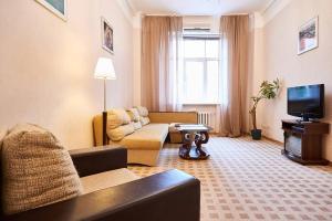 Зона вітальні в Home Hotel Apartments on Khreshchatyk Area