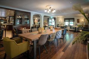 A restaurant or other place to eat at Herberg Restaurant 't Zwaantje
