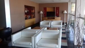 A seating area at Tropical Barra Hotel