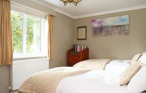 A bed or beds in a room at Poundgate Park Cottage