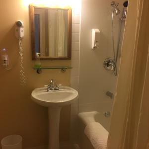 A bathroom at At Wits End B&B