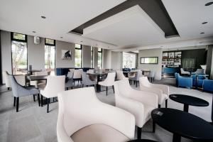 The lounge or bar area at Steventon House Hotel
