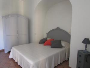 A bed or beds in a room at Salerno Domus Claudia