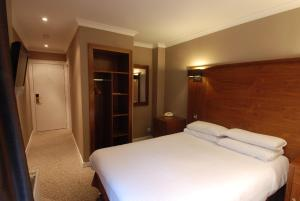 A bed or beds in a room at Hotel Cladhan