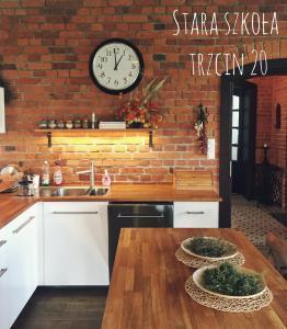 Kuchnia lub aneks kuchenny w obiekcie Stara Szkola Trzcin 20