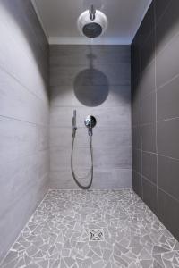 Salle de bains dans l'établissement LOFT luxe hyper centre: terrasse/piscine/ salle de sport