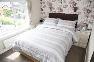 A bed or beds in a room at The Hinton Guest House