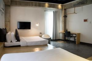 A television and/or entertainment centre at Urban Boutique Hotel