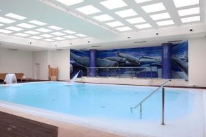 The swimming pool at or close to Melia Madeira Mare