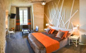 A bed or beds in a room at Hotel Les Hautes Roches