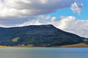 Uma vista da montanha tirada da pousada