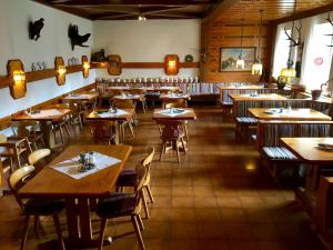 A restaurant or other place to eat at Apfelwirt