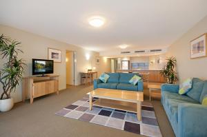A seating area at Riverside Holiday Apartments