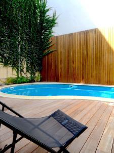 Piscine de l'établissement LOFT luxe hyper centre: terrasse/piscine/ salle de sport ou située à proximité
