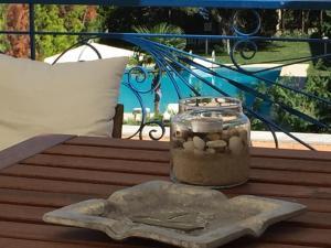 Θέα της πισίνας από το Victor Eleni Hotel  ή από εκεί κοντά
