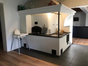 Ett kök eller pentry på Bjärkas Golf & Country Club