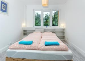 Łóżko lub łóżka w pokoju w obiekcie Mieszkanie Flamenco - ACCO RENT