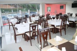 Um restaurante ou outro lugar para comer em Hotel Nardy