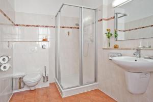 Ein Badezimmer in der Unterkunft Hotel-Pension Am Schwanenteich