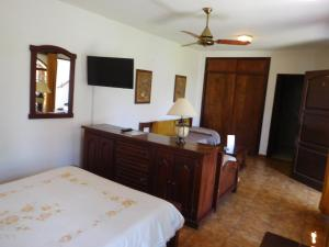 A bed or beds in a room at La Posada