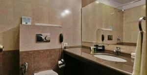 A bathroom at The Royal Retreat