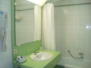 A bathroom at Hotel Le Dome