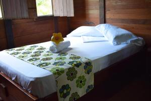A bed or beds in a room at Hotel Nuquimar