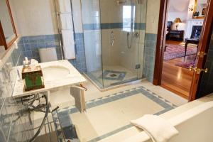 Salle de bains dans l'établissement Lake Karapiro Lodge