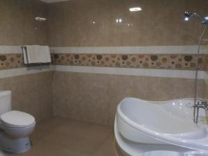 A bathroom at Hotel Sorga Cottages