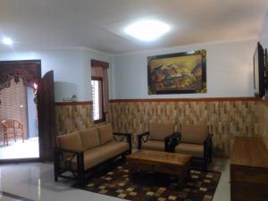 A seating area at Hotel Sorga Cottages
