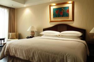 A bed or beds in a room at Bandara International Hotel managed by AccorHotels