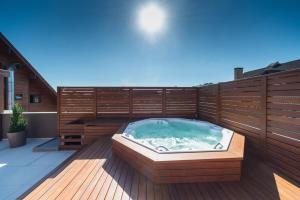 The swimming pool at or close to Hotel Laghetto Stilo Centro