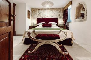 A bed or beds in a room at Villa Nepos Hotel