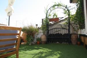 A garden outside Hotel Merindad de Olite