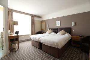 A bed or beds in a room at Best Western Hotel Bristol
