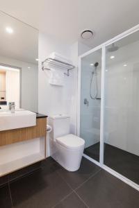 A bathroom at Ibis Styles Hobart