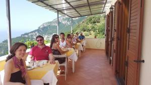 A family staying at Casa Falcone B&B